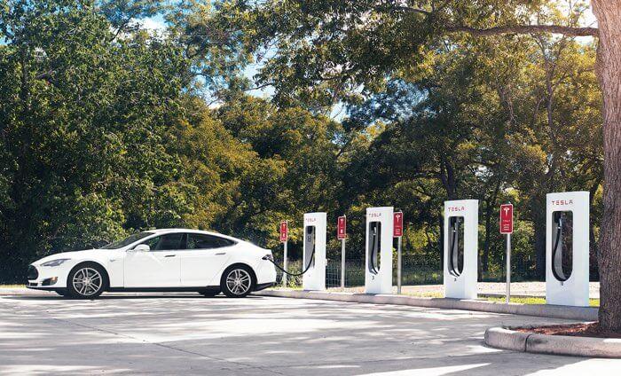 Koszt ładowania samochodów Tesla