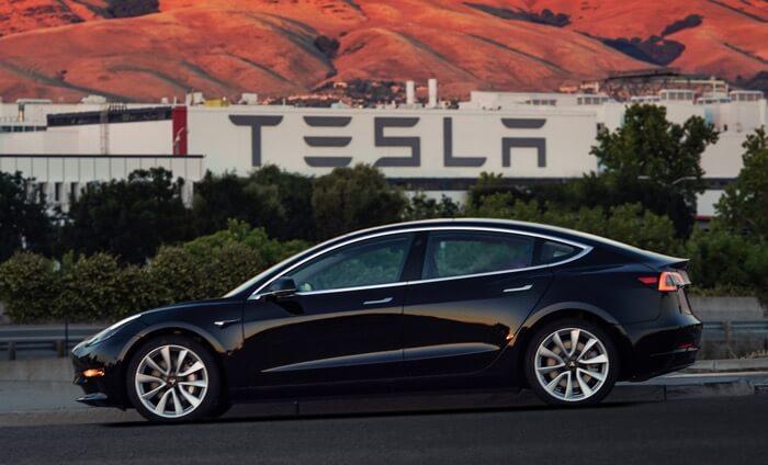 Pierwsza Tesla Model 3 opuściła fabrykę