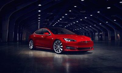 Tesla S 60 i 60D znika z oferty salonów